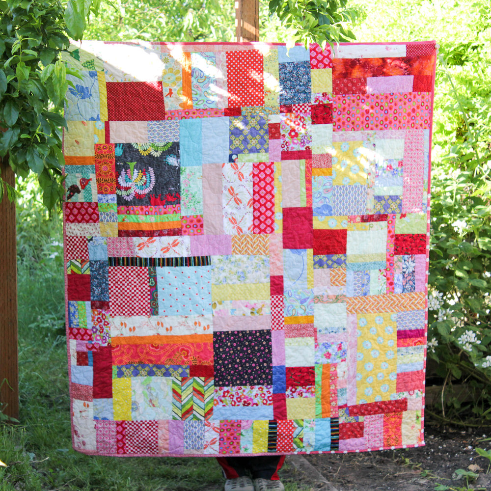 Saturday Sewing Improv Quilt FInished via www.helloquilting.com