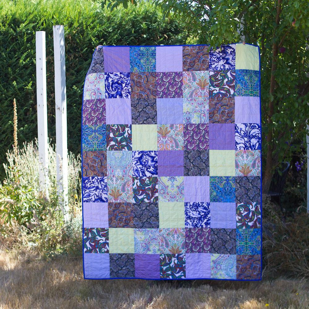 Memorial Boho Squares Quilt Finished Flat via www.helloquilting.com