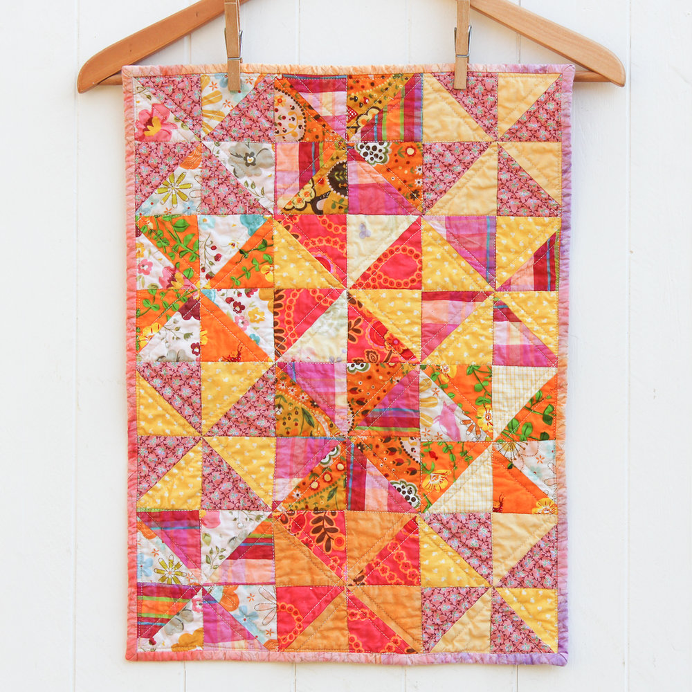 Mini Pinwheel Dolly Quilt Finished via www.helloquilting.com