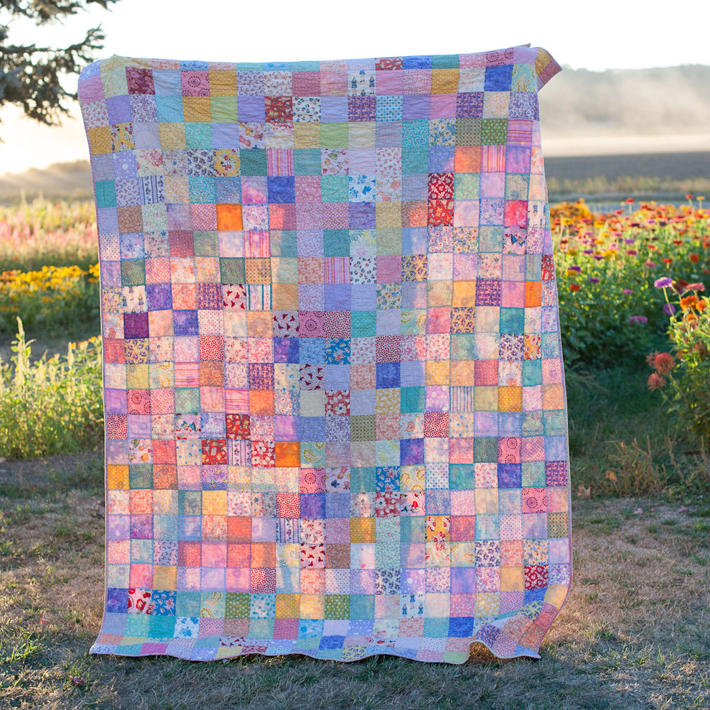 Spring Scattered Squares Quilt via www.helloquilting.com