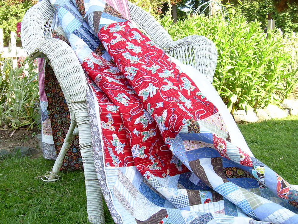 Red & Blue Post-and-Rail Fence Quilt Quilted via www.helloquilting.com