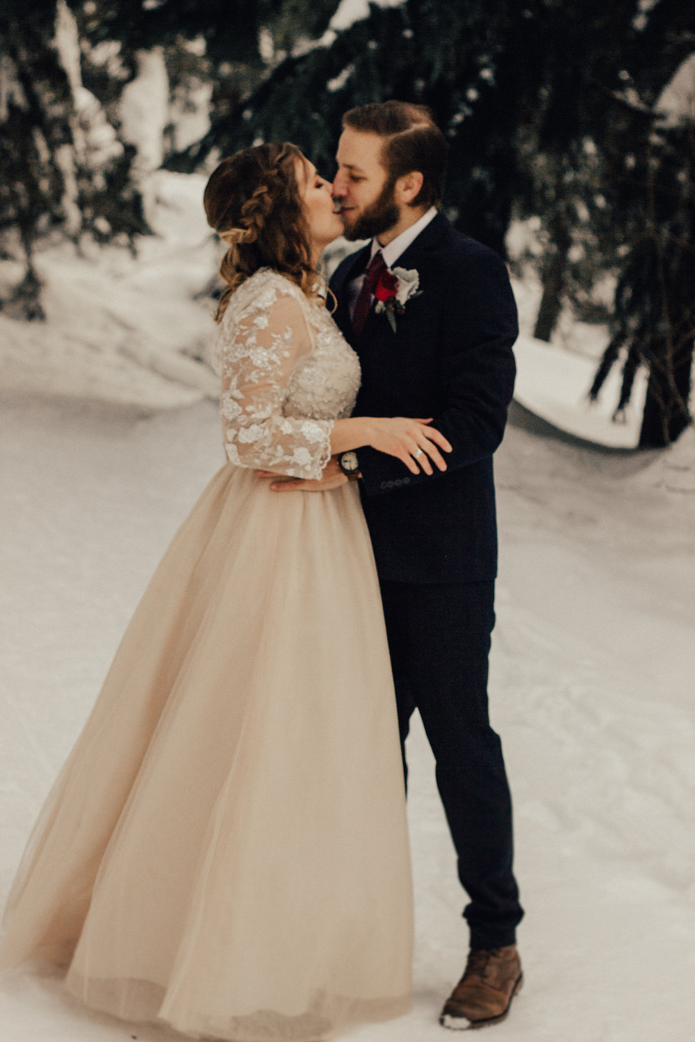 Styled-Winter-Elopement-187.jpg
