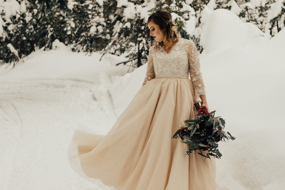 Styled-Winter-Elopement-94.jpg