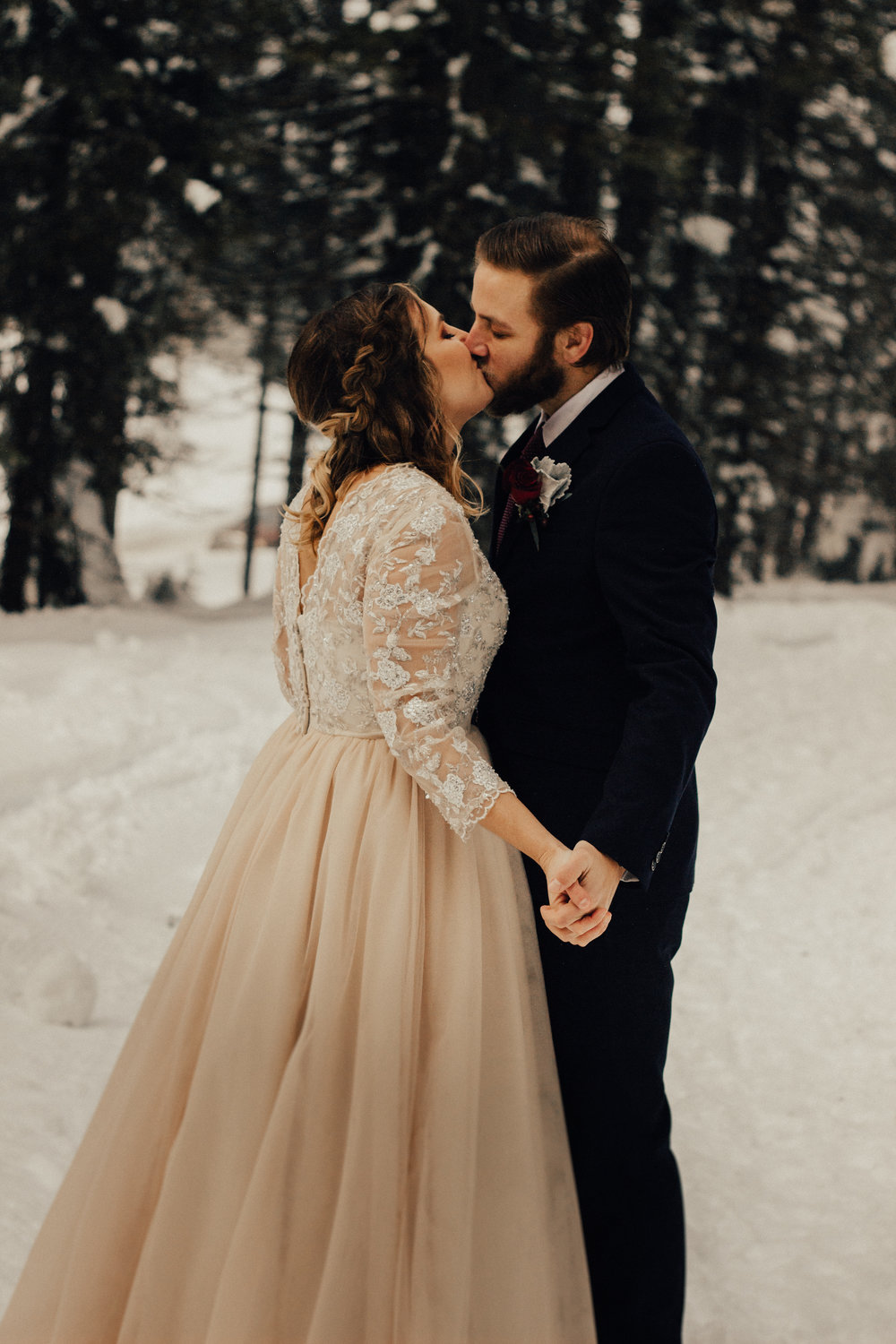 Styled-Winter-Elopement-156.jpg