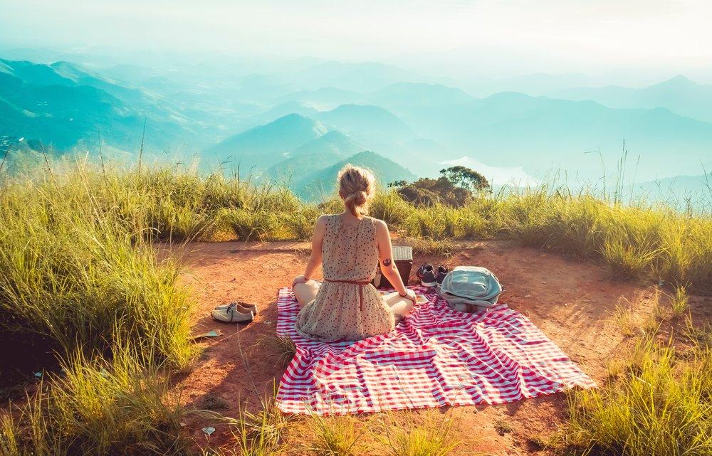 Rutas por la naturaleza con Eco-picnic - Descubre rutas guiadas por diferentes zonas naturales de Catalunya, de la mano de un guía experto en naturaleza, para conocer diversas plantas autóctonas y aromáticas, aprender a interpretar todo aquello que nos aportan los bosques, etc. Además, disfrutarás de un picnic con productos de proximidad.Precio: desde 45€
