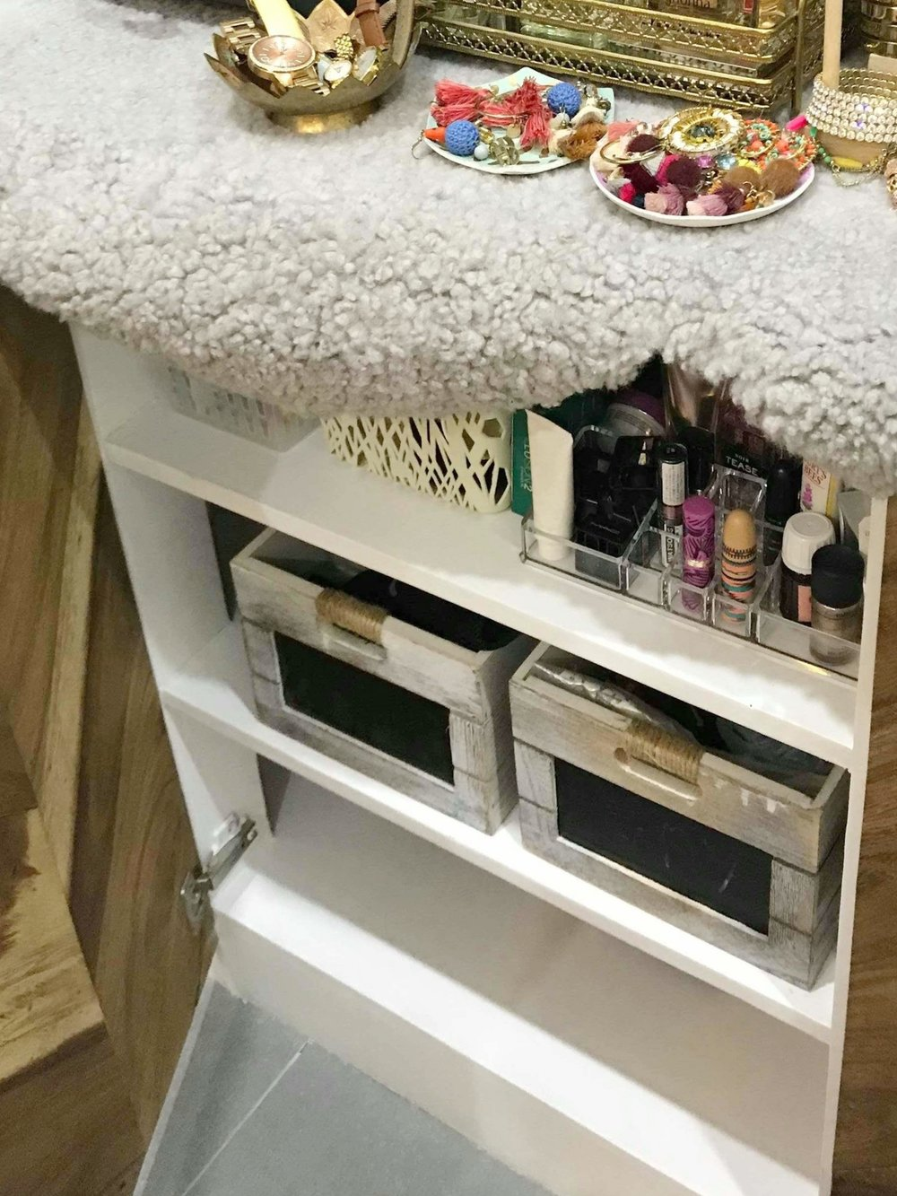 AFTER - Make-Up Collection