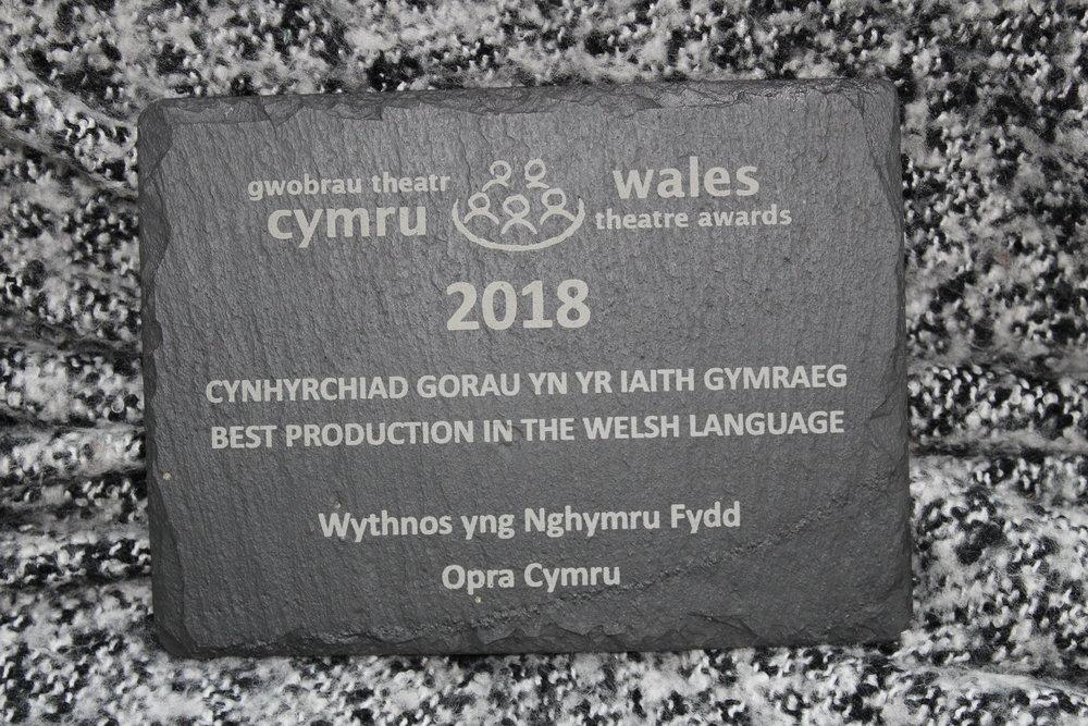 OPRA Cymru; ennillwyr 'Cynhyrchiad gorau yn yr iaith Gymraeg' ar gyfer opera newydd Wythnos yng Nghymru Fydd.