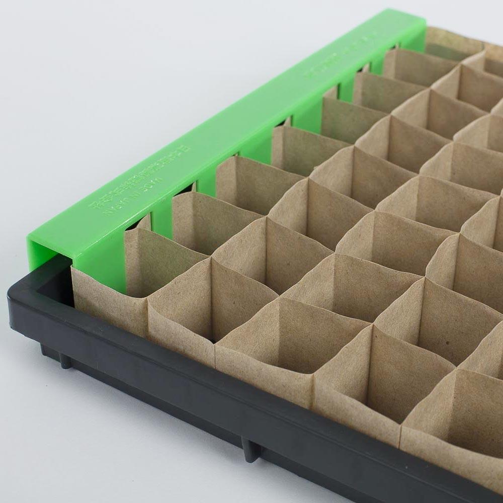 Non-chain pots in a tray