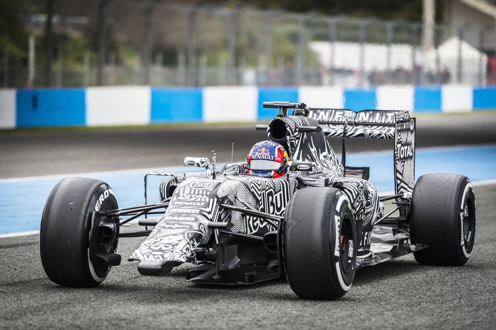 Daniil Kvyat Jerez 2015 (1 of 4).jpg