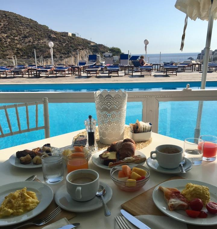 Breakfast with a view at Hotel Chiaia di Luna