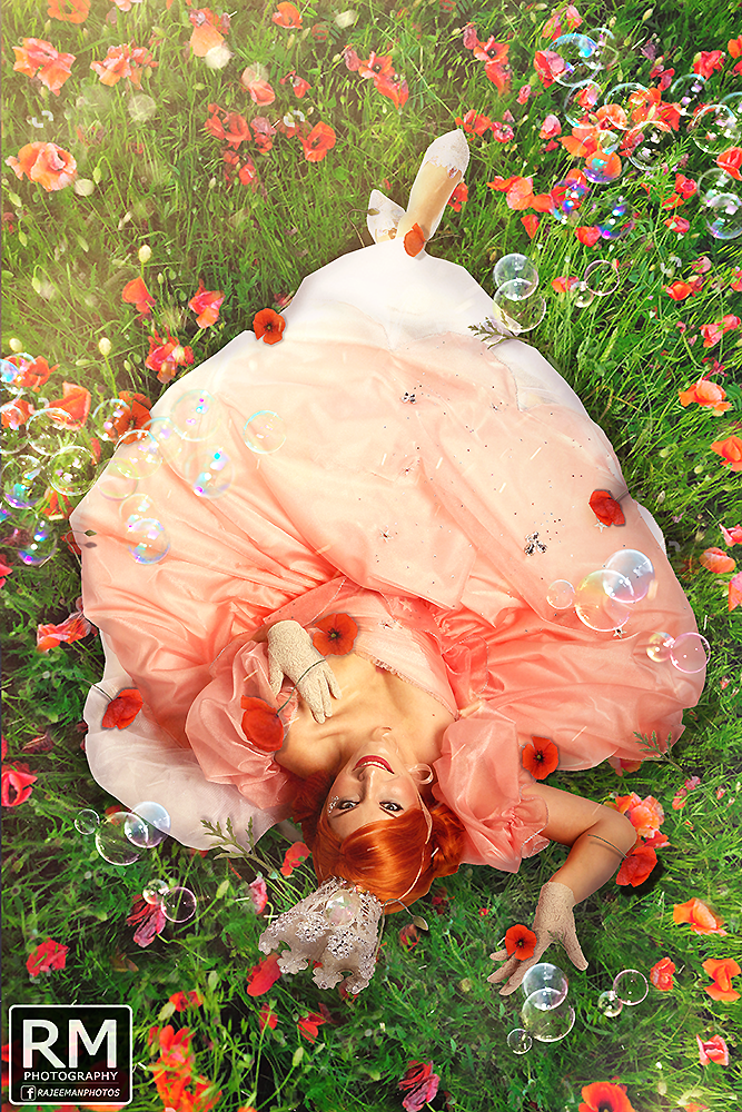 Glinda in Poppies.png
