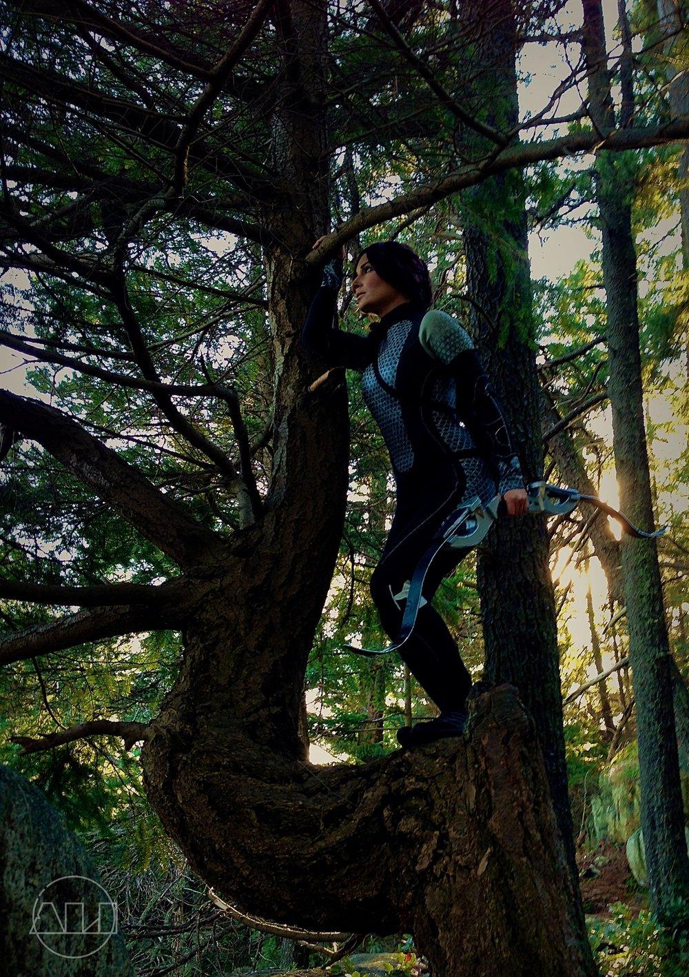 ÁLI as Katniss - in a tree.JPG