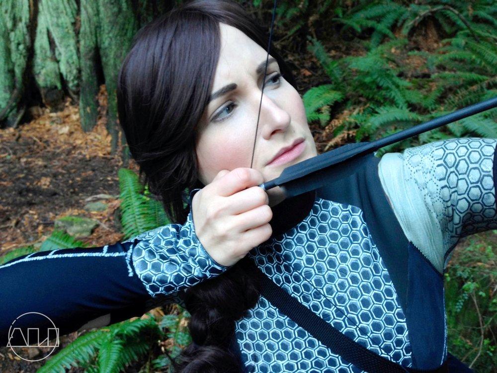 ÁLI as Katniss - Up close aim.JPG