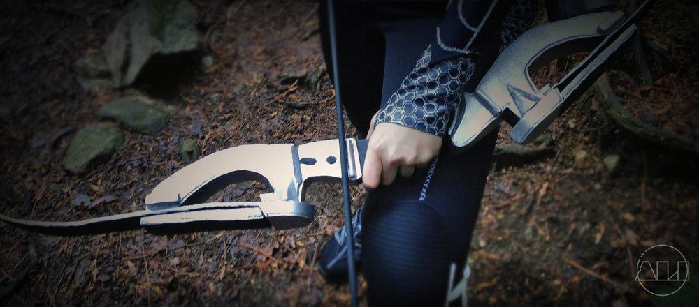 ÁLI as Katniss upclose bow .JPG