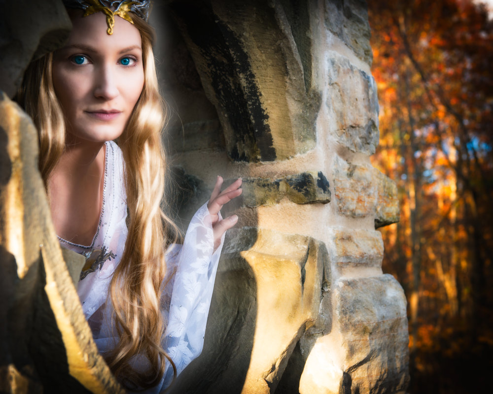ÁLI as Galadriel - intense.jpg