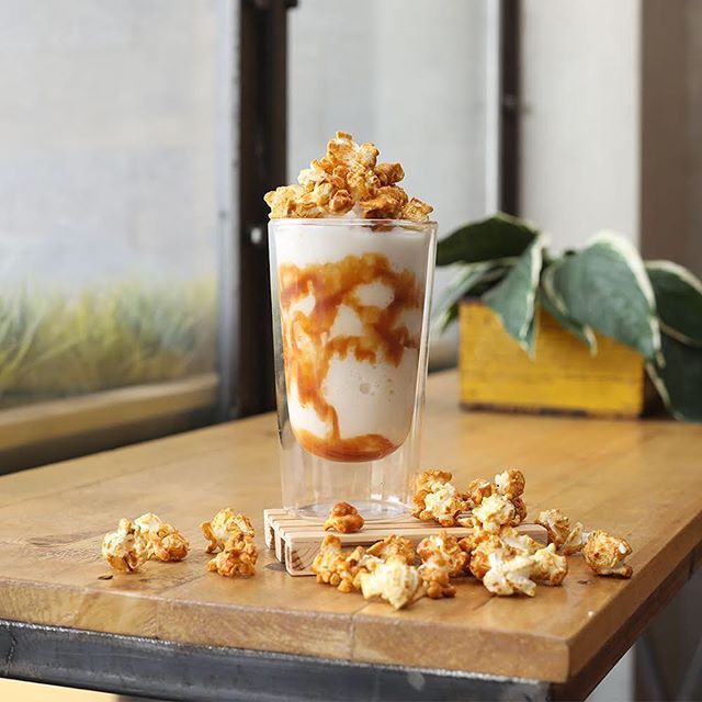 How about you try something different this evening with our newly introduced Salted Caramel milkshake flavor? It's a combination of everything you need during this hot weather to cool down, refresh and stay alert! ما رأيك بأن تجرّب شیئًا جديداً ھذا المساء مثل المیلك شیك بالكارامیل المالح الذي نقدمه في درافت كافیه؟ جمعنا كل ما تحتاجه خلال ھذا الطقس الحار لكي تشعر بالانتعاش وتبقى متیقظ!