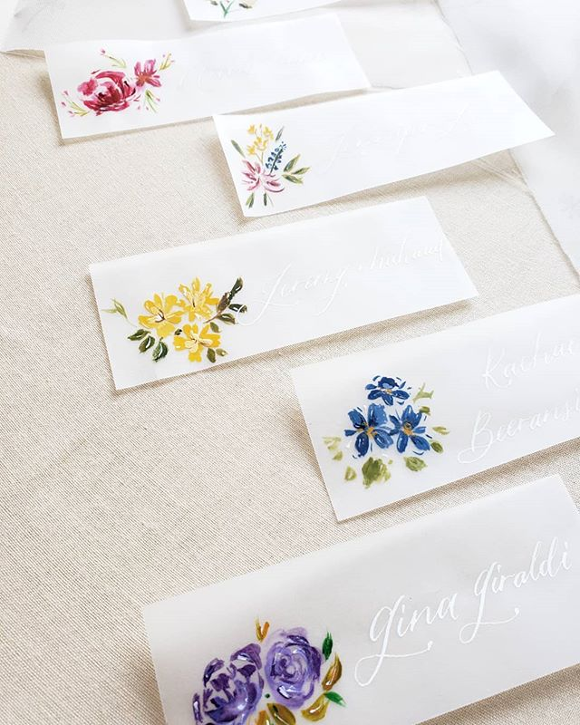 Vellum place cards with watercolor florals are my new favourite.  These beauties are for @bluumblvd's upcoming floral arrangement class happening this weekend, where she will be sharing her expertise in making beautiful  centerpieces with wine tasting!