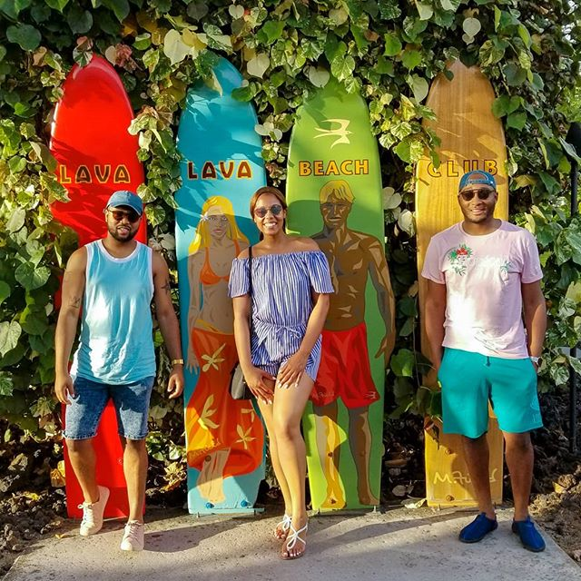 Hang Loose! • • • • #3kidsfromdurham #travel #blacktravel #travelblogger #travelnoire #millenialsabroad #blacktraveljourney #friends #doyoutravel #travelmore #lovetotravel #hawaii