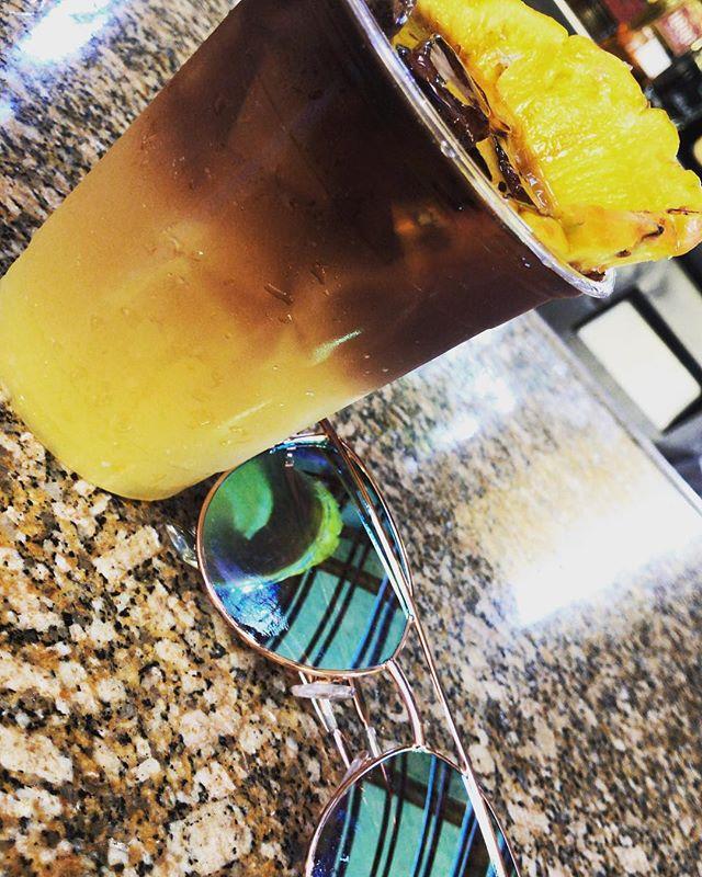 When in Hawaii, grab a Mai Tai 🍹 • • • • #3kidsfromdurham #travel #blacktravel #travelblogger #travelnoire #millenialsabroad #blacktraveljourney #friends #doyoutravel #travelmore #lovetotravel #hawaii