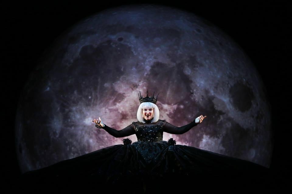 queen moon.jpg