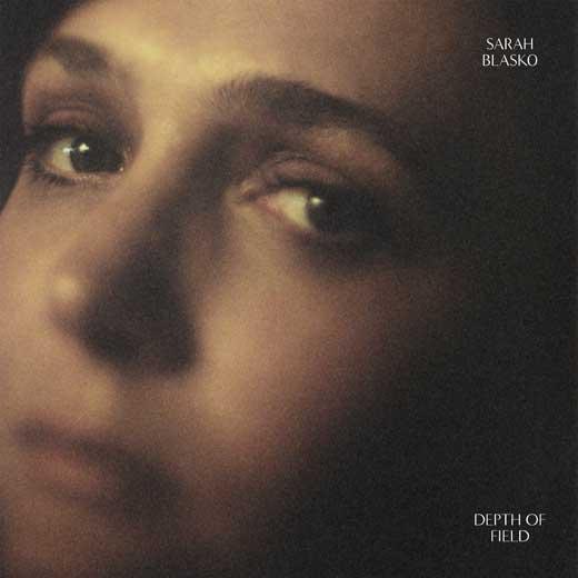Depth of Field - Sarah BlaskoUniversal Music/ Dew ProcessFevereiro/2018PopO que achamos: Muito bom