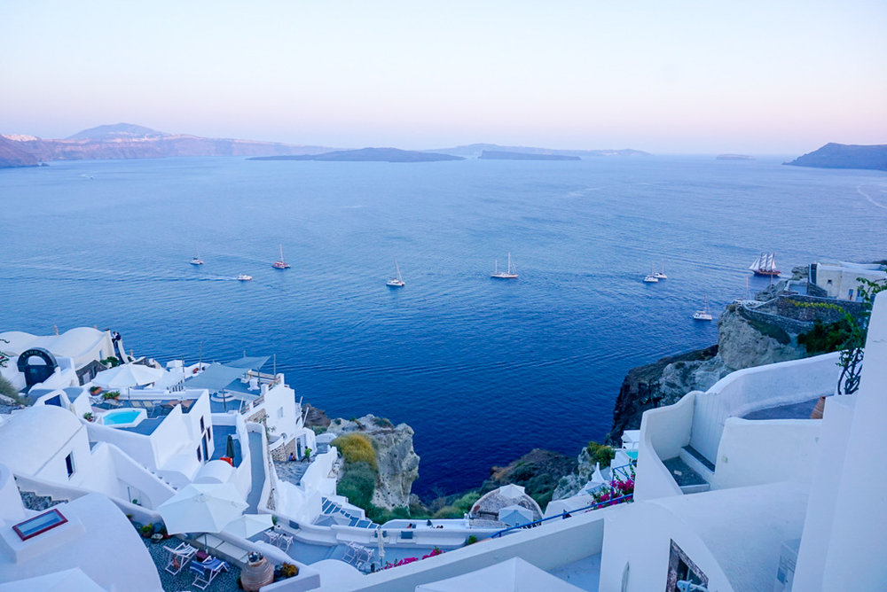 santorini-sunset-sailing-oia