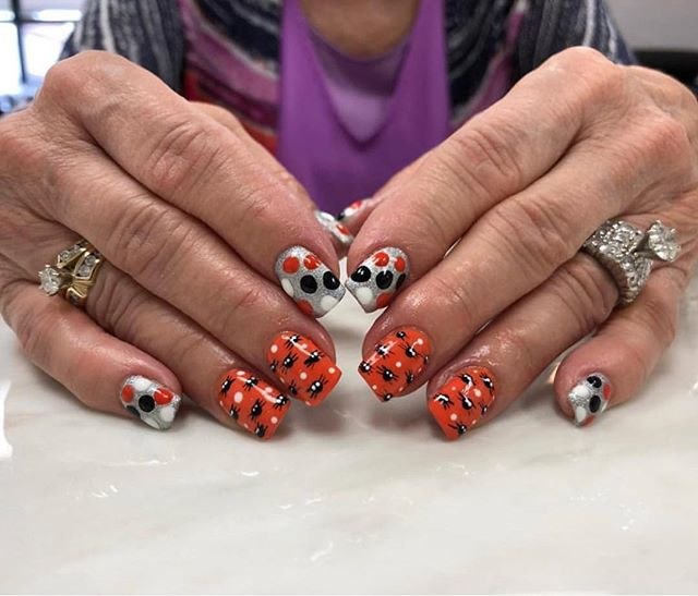 It's spooky season 🎃 Are your nails ready? 😍  Nails by Alyssa (@kiss_a_lyss) Book your next appointment online {link in bio}