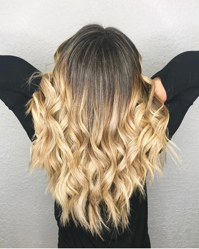 Isn't it crazy how a fresh look can boost your confidence? Come in today for your own new look and meet our newest stylist Lindsay!  Lindsay habla español también!  Check out more of Lindsay's work on her Instagram page @lindsaypeachbeauty