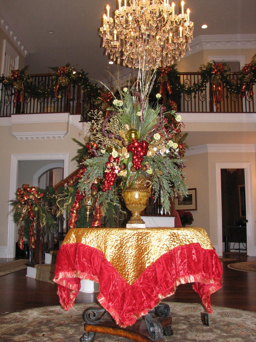 glitter and glow christmas centerpiece.JPG