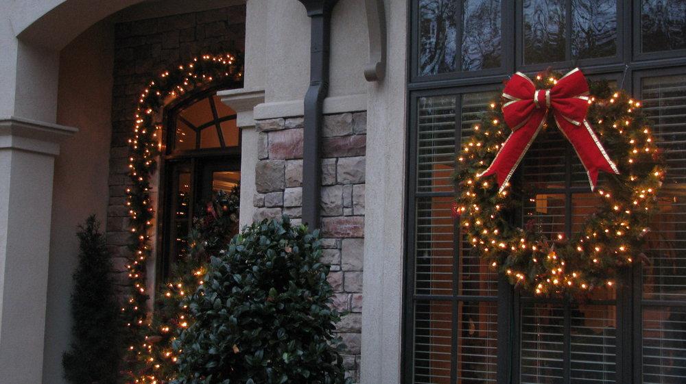 glitter and glow chrismas decor residential exterior (34).jpg
