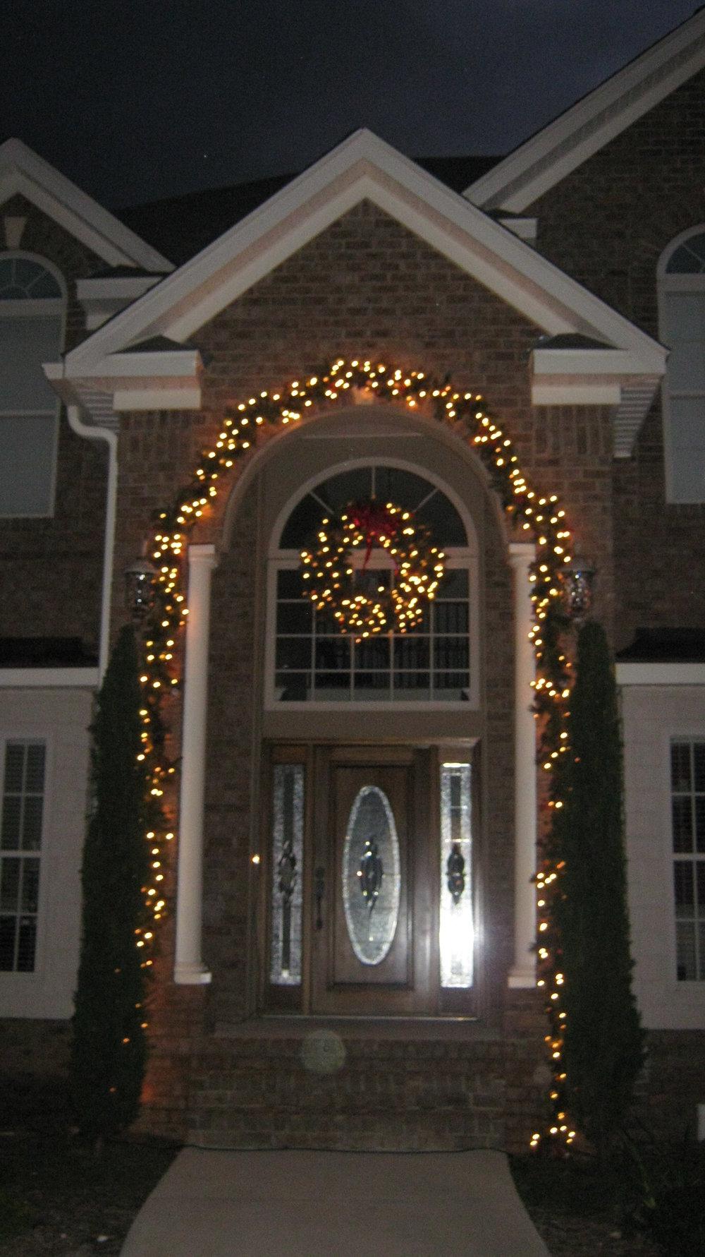 glitter and glow chrismas decor residential exterior (6).JPG