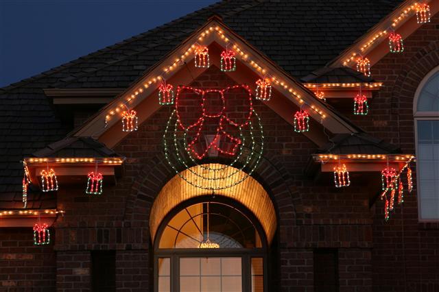 glitter and glow chrismas decor residential exterior (21).jpg