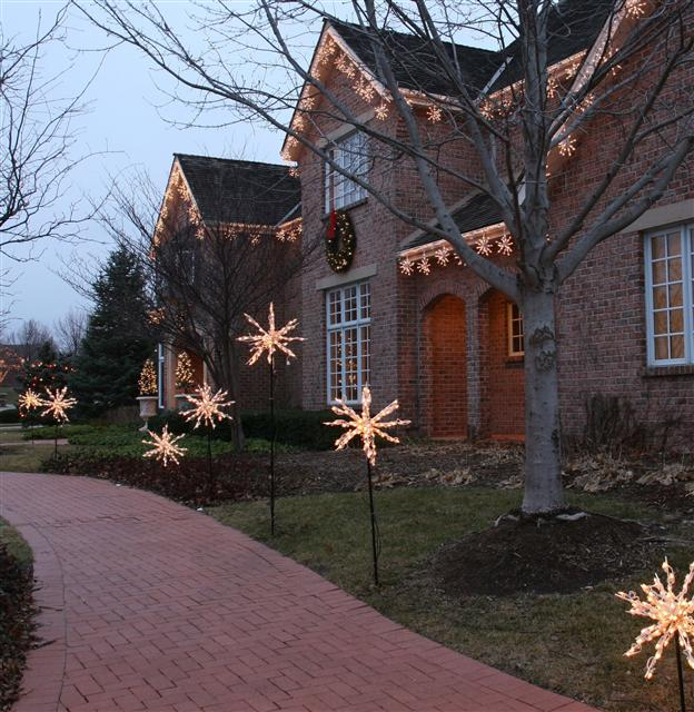 glitter and glow chrismas decor residential exterior (23).jpg