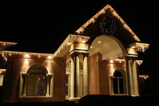 glitter and glow chrismas decor residential exterior (25).jpg
