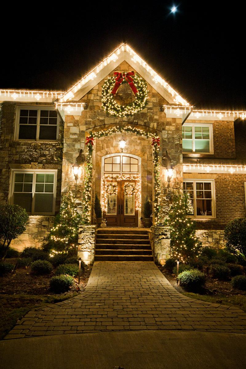glitter and glow chrismas decor residential exterior (32).jpg