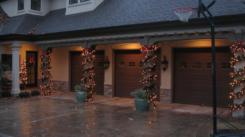 glitter and glow chrismas decor residential exterior (35).jpg