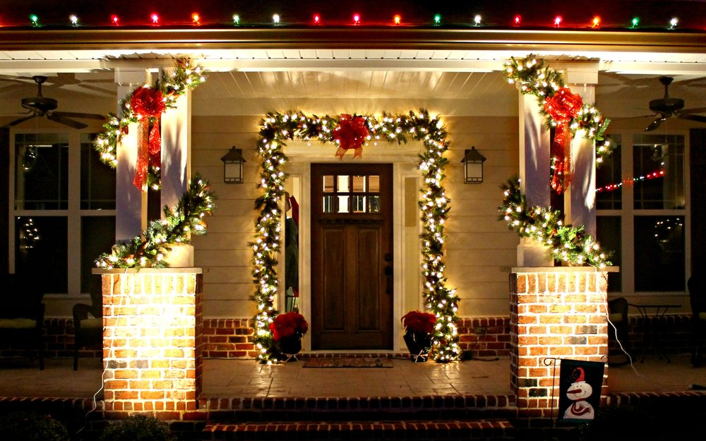 Residential Decorating - Glitter & Glow offers a professional holiday decorating and lighting service including design consultation, installation, maintenance, removal and storage for the exterior and interior of your home