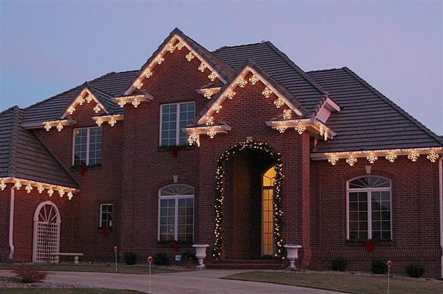glitter and glow chrismas decor residential exterior (14).jpg