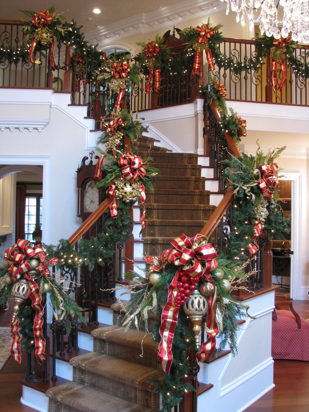 glitter and glow staircase garland.JPG