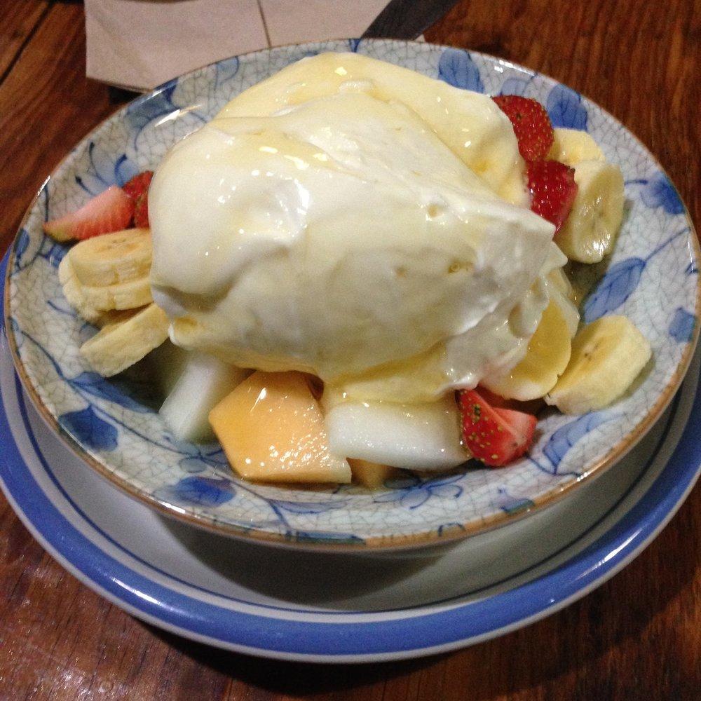 The yogurt and fruit at Yogurt House
