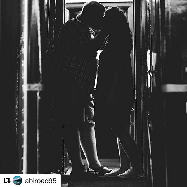 . @abiroad95 we adore this shot! It's reminiscent to when the soldiers would have to leave their loves for service from Terminal Station. #romance #choochoo #cha 🚂❤️