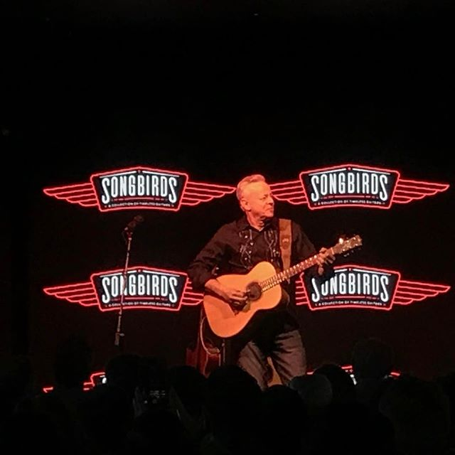 Guitar legend @tommyemmanuelcgp graces the stage at @songbirdsguitarmuseum for tonight's intimate performance.🎶🎸👌🏻#songbirdsguitarmuseum #choochoo #chamusic #livemusic #guitar #vintage #chattanooga