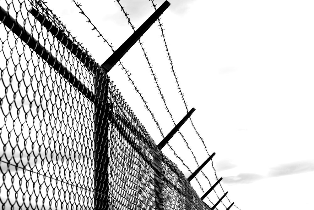 barbed-wire-1589178_1920.jpg