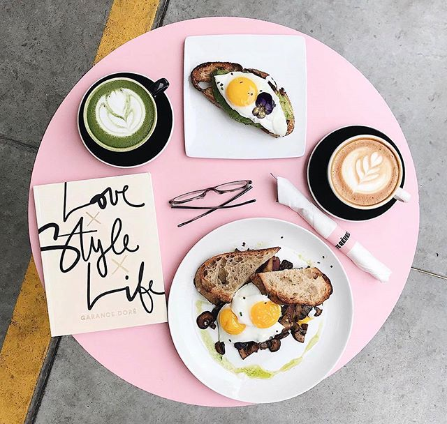 Breakfast goals🍴Should @estatespace get a pink table to take foodie shots at? 📷@billetrouge