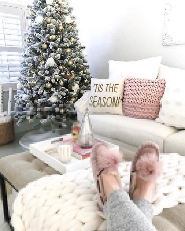 @fancythingsblog getting cozy by the tree 🎄✨ Christmas is almost here 👼