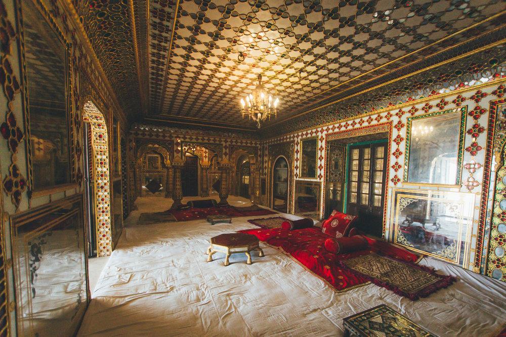 zoomz_jaipur_vespa_city_palace