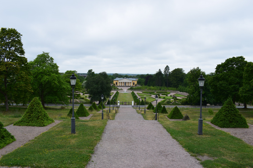 Linneanum: the castle is behind me, the botanical garden and Linneanum are in front of me