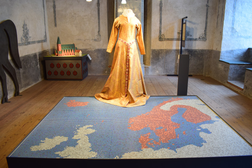 The map of the country created by Kalmar unionl; queen Margaret's dress in the back, the mastermind behind the union.