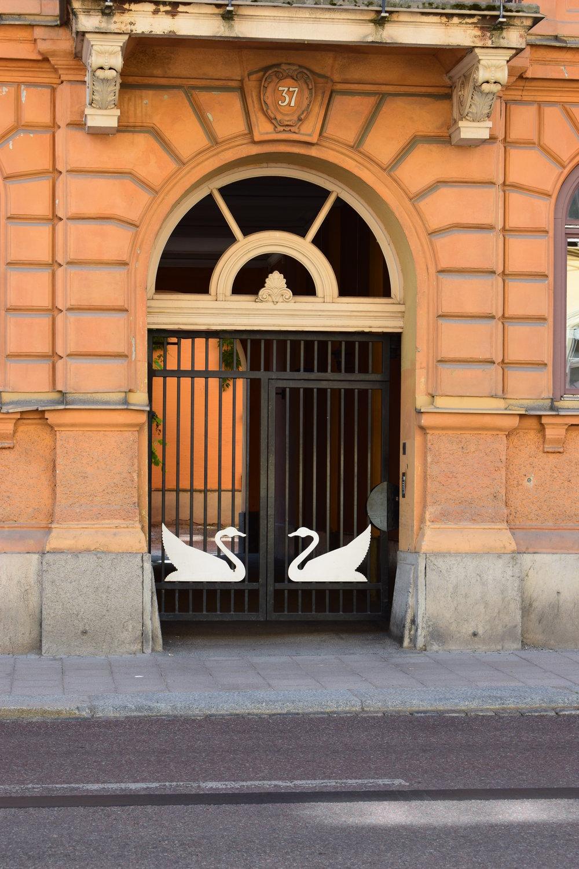 Swans as gate decoration, Uppsala