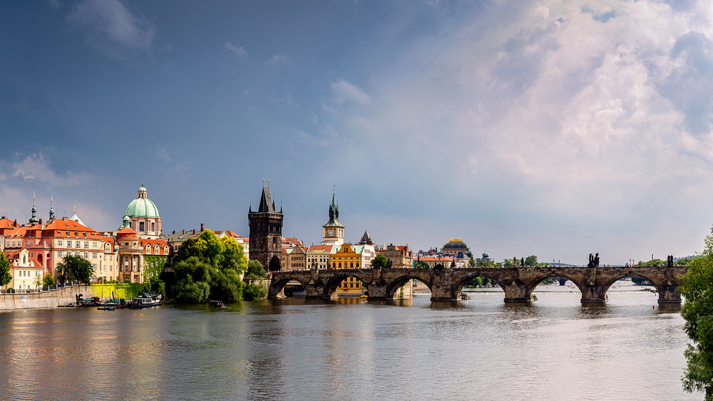 Prague Charles Bridge-Pano.jpg